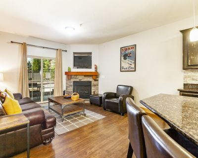 Large luxury condo within steps of hot tub, near Utah Olympic Park and Woodward - Bear Hollow Village
