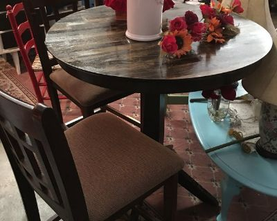 Pub table and 2 stools