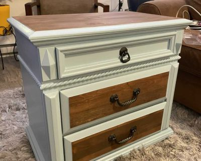 Chest of 3 drawers / End table
