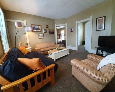 Tons of beds! Nice Space by Downtown! -SANITIZED - Cleveland