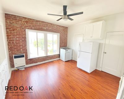 Beautifully Remodeled Bachelor With Exposed Brick in Prime Location!