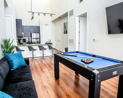 """Pent House 14""Free Parking 420 FRIENDLY ,Pool Table, 2BD 2 BA - Lindridge-Martin Manor"