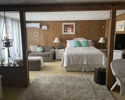 Home away from home. Cozy suite!! furnished and amenities for you comfort. - Bradenton