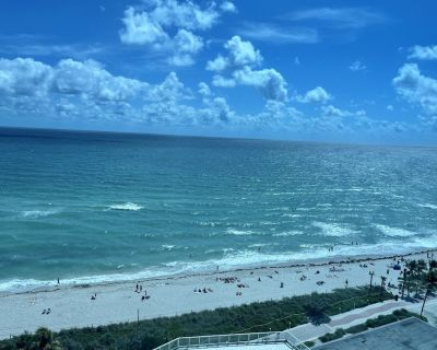 Beautiful direct ocean front one bedroom condo with panoramic views of ocean - Mid Beach