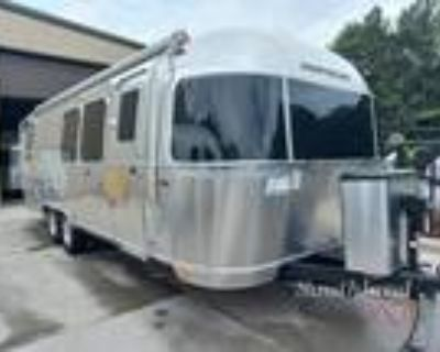 2022 Airstream Flying Cloud 28RB Twin
