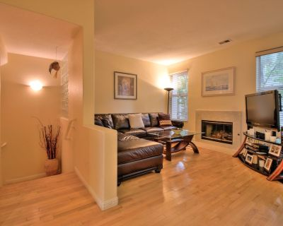 Executive 2/2.5 townhouse in great location - River Oaks