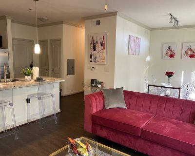Luxury Midrise Near NRG,Medical Center ,Downtown - South Main