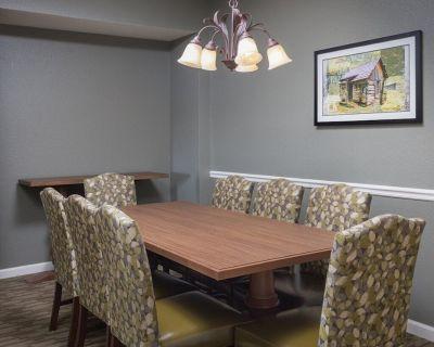 Comfortable Club Wyndham Smoky Mountains, 3 Bedroom Condo Sleeps 10 - Sevierville