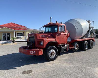 1989 MACK DM690S Concrete Mixer, Pump Trucks Heavy Duty