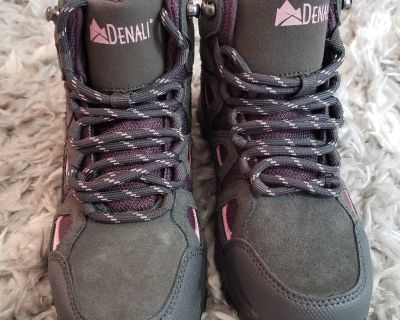 New! Size 3 Hiking Boots