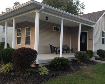 Cozy Cottage 2 bdrm w/ wrap porch, 1 mile to xway, shops and entertainment - Middletown