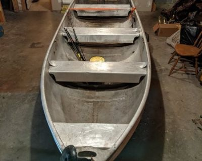 FS/FT 16' Alumacraft w/ trailer and 55 lb trolling motor, fish finder and batteries...