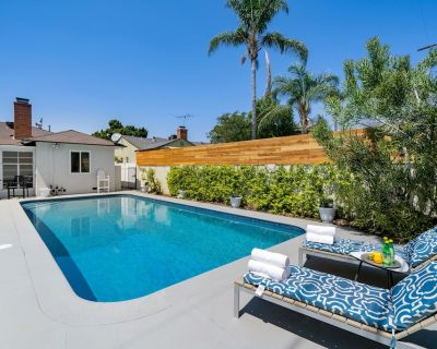 Hollywood Oasis with Large Private Backyard and Pool - Valley Village