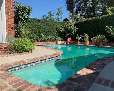 West LA charmer with private pool sleeps 4-6. Registration No: HSR19-001168 - West Los Angeles