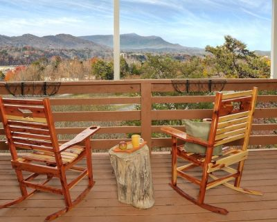 Coachman's View - IN Pigeon Forge, Hot Tub, Great View - Pigeon Forge