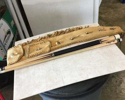 Good maple pool cue and case