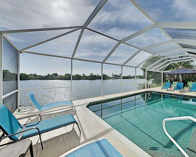 Large Waterfront House w/ Screened Lanai, Heated Pool, Bikes & Kayaks - Cape Coral