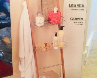 New in box no rust bamboo free standing bath ladder