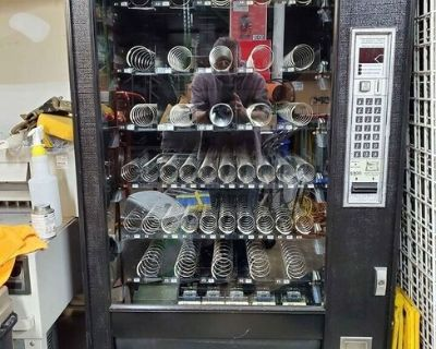 AP Snackshop 7600 Glassfront Electronic Snack Vending Machine