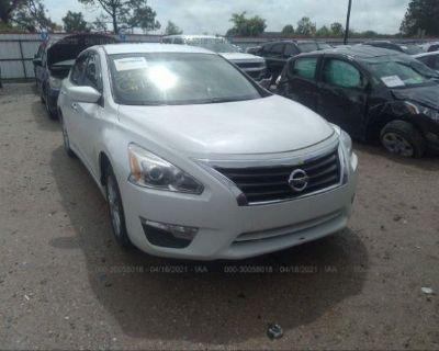 Salvage White 2013 Nissan Altima