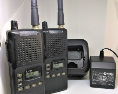 2 ICOM  VHF AIR BAND TRANSCEIVER RADIO w/Antenna, RECARGABLES  Battery WITH DESKTOP CHARGER