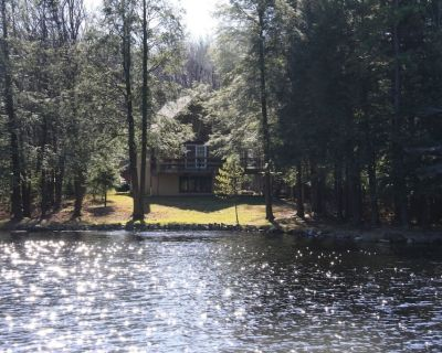 LOW Rates! Camelback Lakefront, Boats, WiFi mints to Water Parks - Pocono Summit