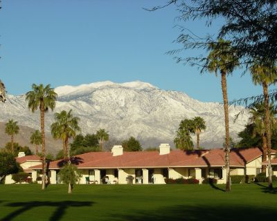 Newly Remodeled 3 Bed 3 Bath Condo with Stunning Mountain Views, Pet Friendly - Palm Desert