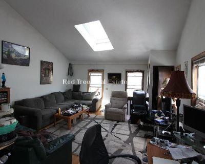 Half Fee Paid --- Large 3 Bedroom Duplex Apartm...