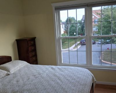 Private room with own bathroom - Chantilly , VA 20152