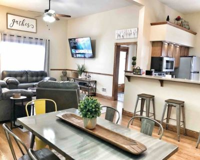 Sunrise on Shelby Fountain Sq! Free private parking & Netflix! - Center Township