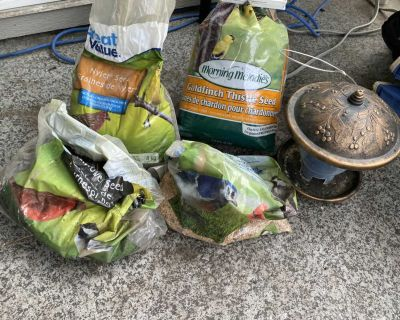 BIRD FEEDER & 4 BAGS OF SEEDS ALL DIFFERENT AMOUNTS