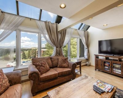 Huge 4-Bedroom Ski-in/Ski-out Condo at The Lodge at the Mountain Village - Park City