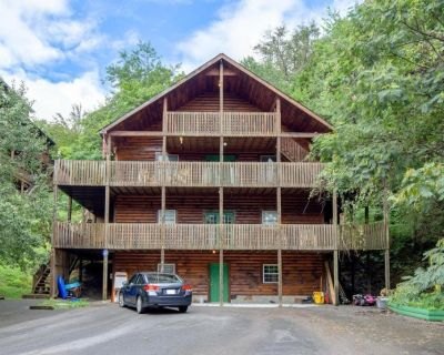 Smoky Mtn Getaway - 14 beds, 7BR/3BA - Sleeps up to 20 - Sevierville