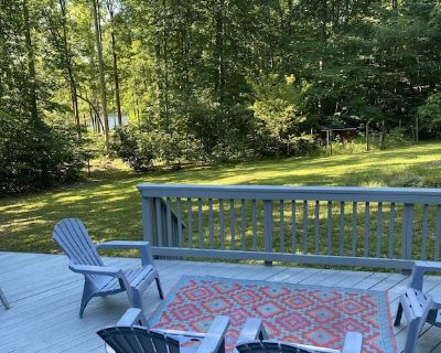 Lake it easy at this cozy cabin on the lake - Bumpass