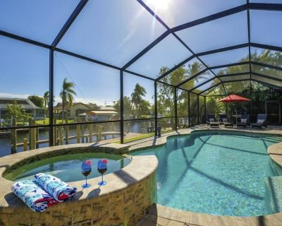 Modern Custom Built Direct Access Pool/Spa Home Close to Tarpon Point - Pelican