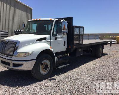 2009 International 4400 S/A Flatbed Truck