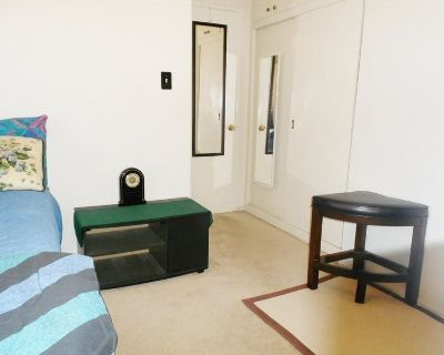 Single Room in 2 bed apartment in Los Angeles
