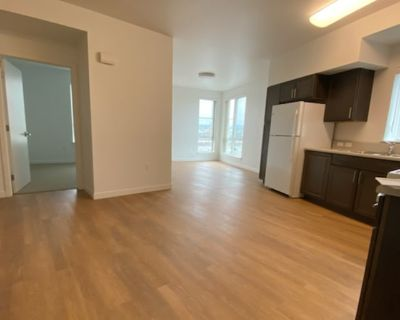 Private room with shared bathroom - Oakland , CA 94606
