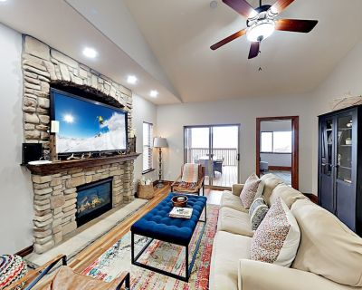 Upscale Townhome with Private Hot Tub, Fireplace, 3 Living Spaces & Garage - Heber City