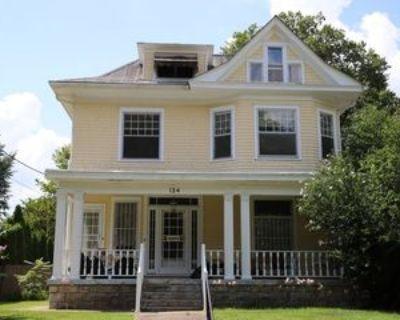 124 Pennsylvania Ave #2, Louisville, KY 40206 3 Bedroom Apartment