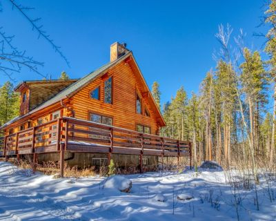 Roomy, dog-friendly cabin w/full kitchen, deck & pool table! - Allenspark