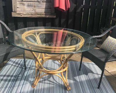 Glass/rattan table