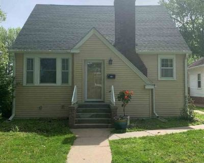 Single Family Home 3 Bed 2 Bath NICE For Sale