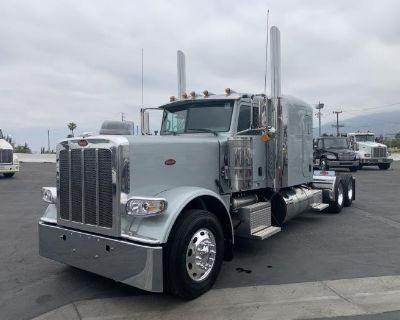 2022 PETERBILT 389 Sleeper Trucks Truck