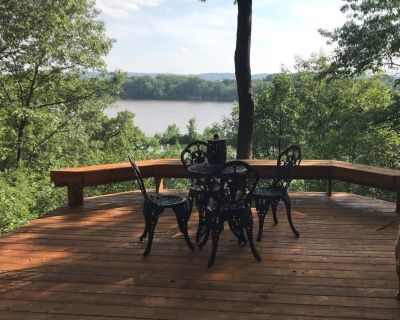 The Hager House - River View - Pet Friendly - Walk-out Basement Apartment - Hager City