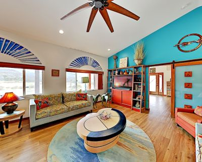 Modern Gated Charmer | 2 Suites on 3 Acres | Minutes to Joshua Tree Park - Monument Manor
