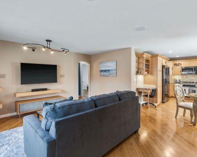 Beautifully furnished 1125 SqFt. 2-bed 2-bath Condo 1-block to the beach! - Hermosa Beach
