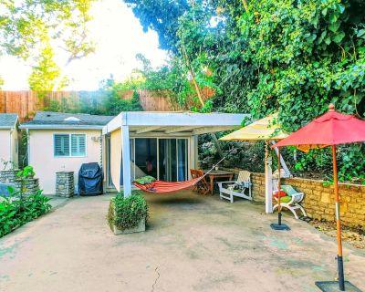 Hillside Bungalow near UCLA, Bel Air with Patio, Garden & Parking - Los Angeles