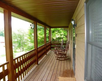 Spectacular mountain views from the front porch rockers and back deck hot tub - Burnsville