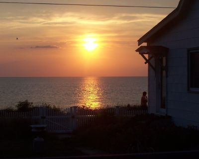 NEWLY DESIGNED BEACH FRONT VACATION COTTAGE - Pet Friendly Beach N.Cape May!! - Town Bank